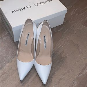 Authentic, white Manolo Blahnik bb calf pump